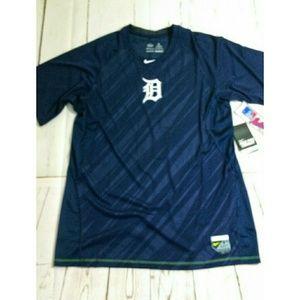 NWT Women's NIKE XL Detroit Tigers jersey tee